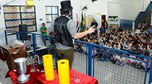 M�gica encanta crian�as na Escola Municipal �Jos� Mendes�
